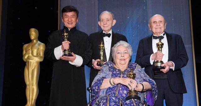 Anne V. Coates com os demais homenageados da noite: Jackie Chan, Frederick Wiseman e Lynn Stalmaster - Foto: Richard Harbaugh/©A.M.P.A.S.