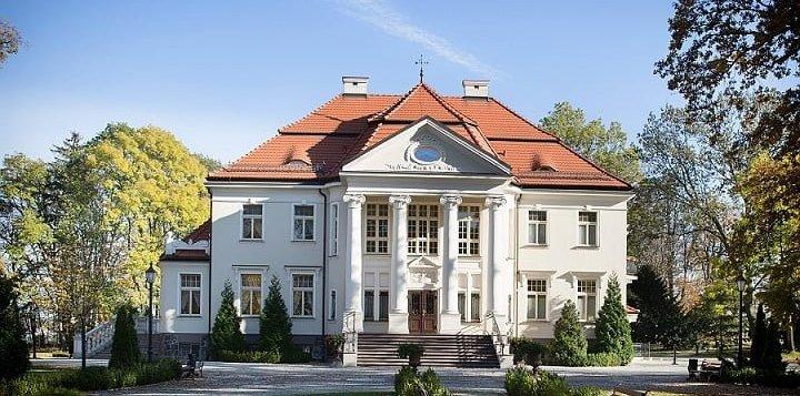 Magicznie, wytwornie i ekskluzywnie – pobyt rodzinny w Pałacu Tłokinia