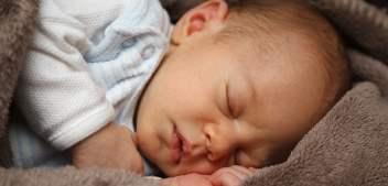 Dlaczego niemowlaki mają problemy ze snem?
