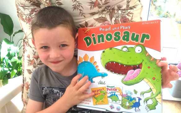 miles-kelly-dinosaur