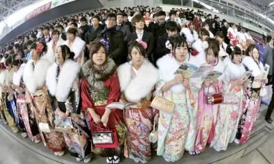 O Dia da Maioridade em 2015 teve um significado especial para os jovens em Hyogo (Foto: Kyodo)
