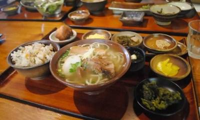 Gastronomia de Okinawa (Foto: Dimshum)