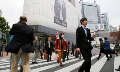 Pessoas em Tóquio (Foto: Kyodo)