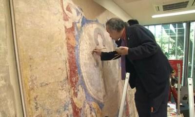 Mural de Bamiyan sendo recriado por Masaaki Miyasako (Foto: Reprodução/NHK)