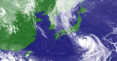 O mapa mostra a localização do Tufão Lionrock às 17h locais desta segunda-feira (Foto: Kyodo/Satélite Himawari)