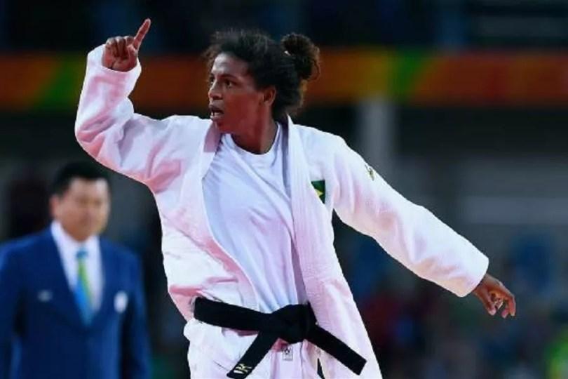 A carioca de 24 anos se agigantou e venceu por wazari a judoca da Mongólia na final (Foto: Reprodução/Getty Images)
