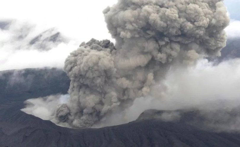 Vulcão Aso em erupção (Foto: Arquivo/Prezi)