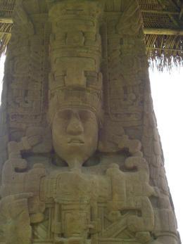 Foto por Melvin Miza - Estela que se encuentra en Quiriguá, sitio arqueologico Maya en el Depto. de Izabal a la orilla del rio Motagua, fue parte de la ruta Maya y punto de intercambio comercial, fue ocupado en 200 - 900 D.C. **Archeological site from Izabal by the riverbed of the Motagua, important point of trade for the Mayan, flourished in 200 - 900 A.D.