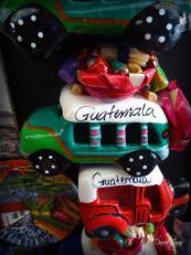 Artesanias de Guatemala, camionetas de madera - foto por Dave Gt Rojas