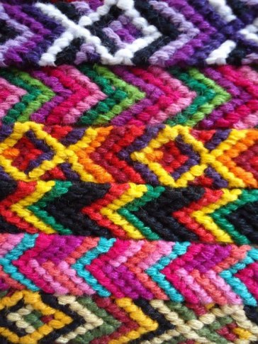 Artesanias de Guatemala, pulseras de colores chapines - Adrian Rodríguez
