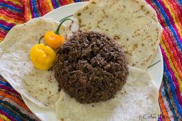 Buen provecho! Tziquinché con chile habanero, platillo petenero (Tziquinché es un hongo que se prepara con carne y arroz entre otras cosas) - foto por Carlos Echeverria
