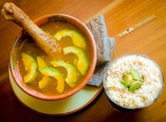 Caldo de gallina y tamalitos negros - foto por True Memories (Photography)