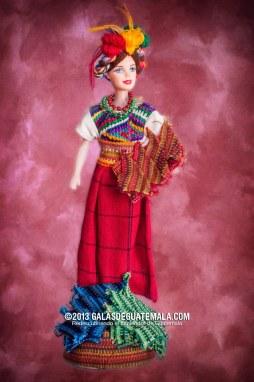 Barbie guatemalteca - 2 - foto por Maynor Marino Mijangos