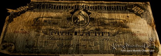 Billete de cien pesos en IRTRA - Mundo Petapa - foto por Karla Castellanos