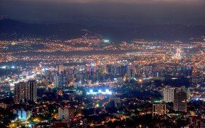 La ciudad de Guatemala por la noche - foto por Maynor Marino Mijangos