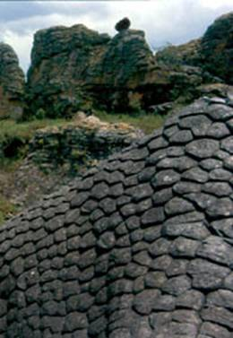 image038-1 ESFERAS DE PIEDRA EN TODO EL MUNDO