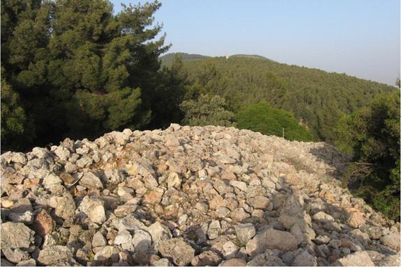 israel-stone-monument-3 Identifican una gran estructura en forma de media luna, de hace unos 5.000 años, en Israel