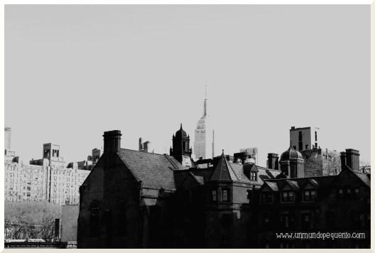 Empire state black and white