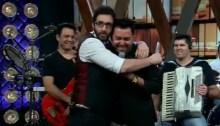 """Jonas Vilar canta """"Olhar à Frente"""" no Agora é Tarde; Assista"""
