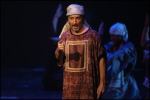 Jaromír Holub jako Menachem Sibyla královna ze Sáby