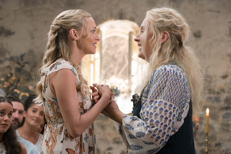 Amanda Seyfried (Sophie) a Meryl Streep (Donna) Mamma Mia! Here We Go Again