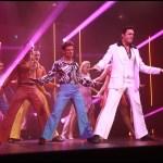 Jan Kříž v hlavní roli Tonyho vyniká pěvecky i tanečně