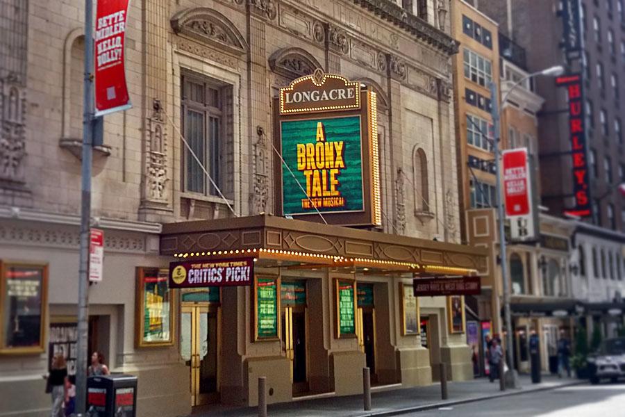 Jedno z nejstarších divadel na Broadwayi - Longacre Theatre