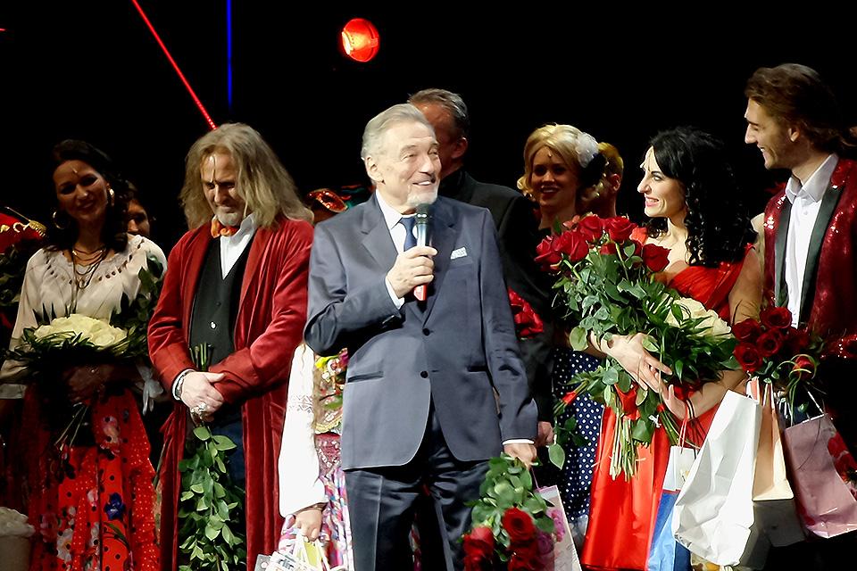 Karel Gott na děkovačce 1. premiéry Času růží