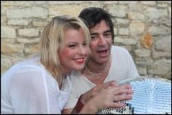 Iveta Bartošová a Sagvan Tofi u disko koule, která se stala symbolem muzikálu