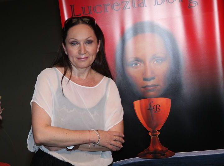 Bára Basiková si zopakuje hlavní roli Lurcezie (foto Martin J. Polák)