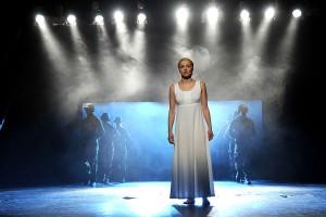 Radka Coufalová jako Evita v Městském divadle Brno