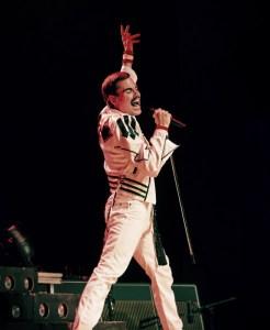 Michael jako Freddie Mercury