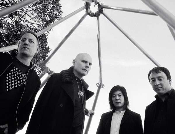 The-Smashing-pumpkins-2018-press-photo-cr-Olivia-Bee-1548