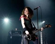 Melissa Auf der Maur bass live