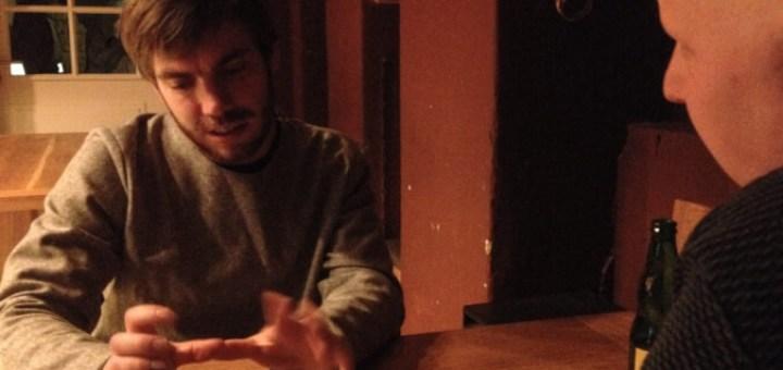 """Steven spricht, Philipp hört zu, Lukas tut so und schießt stattdessen """"heimlich"""" Fotos"""