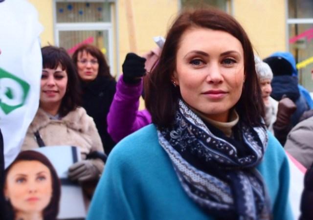 На митинг в поддержку Евгении Сухоруковой пришли сотни горожан. Фото: Валерий Поташов