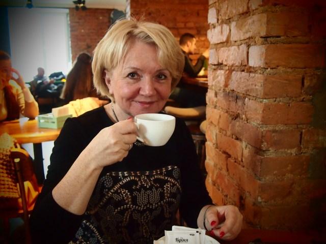 """Местом для интервью с лидером партии """"Яблоко"""" Эмилией Слабуновой было выбрано петрозаводское кафе """"The Кухня"""". Фото: Валерий Поташов"""