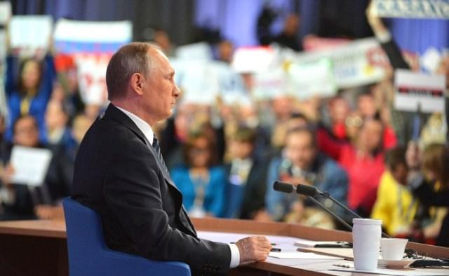 Слышит ли власть обращенные к ней вопросы? Фото: президент.рф