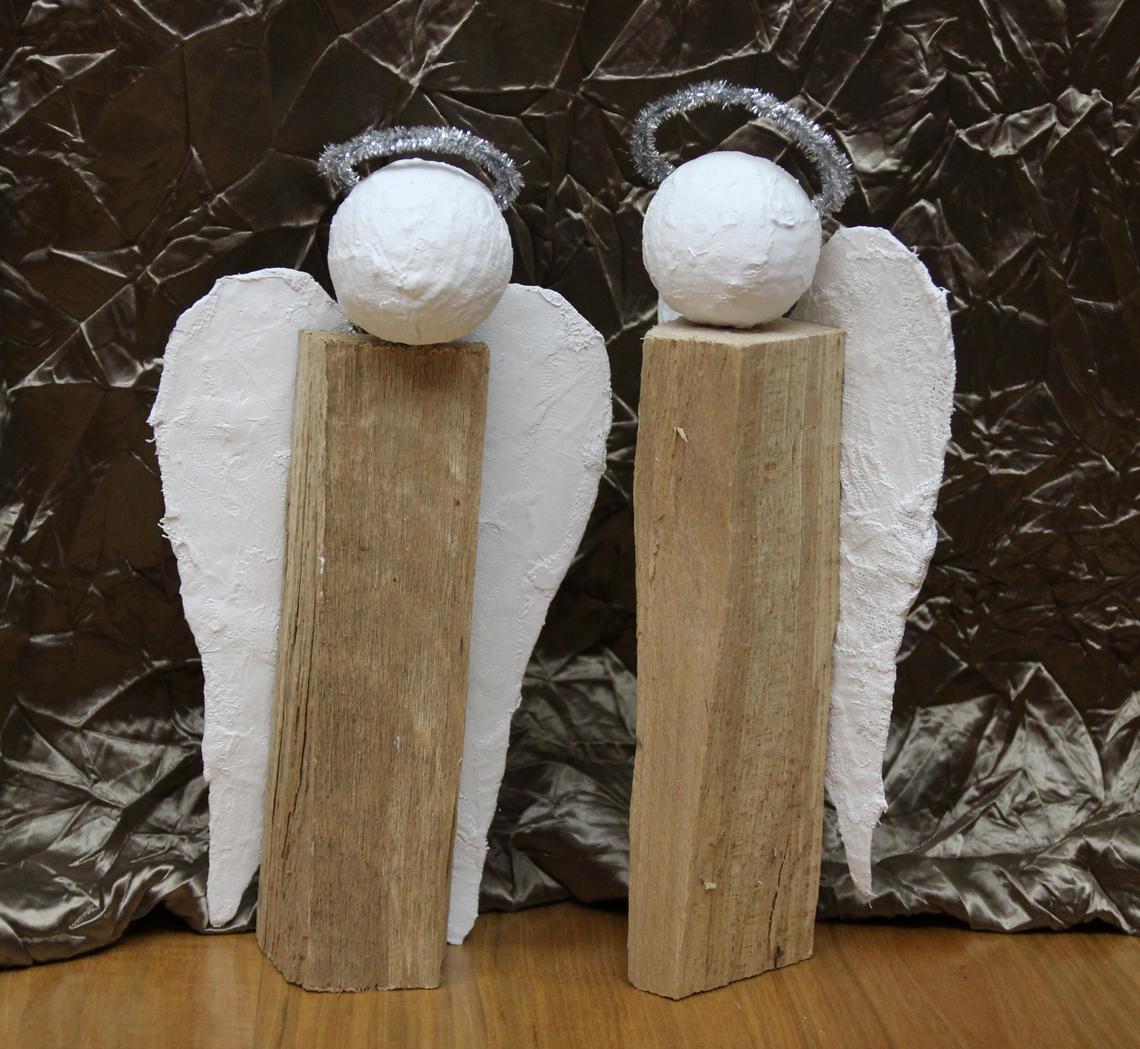 Engel aus Holzscheiten: Selbstgemachtes Weihnachtsgeschenk - kinderleicht!