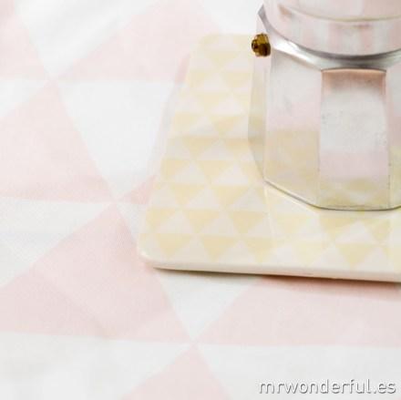 mrwonderful_21100138_1_salvamanteles-ceramica-triangulos-blancos-amarillos-17