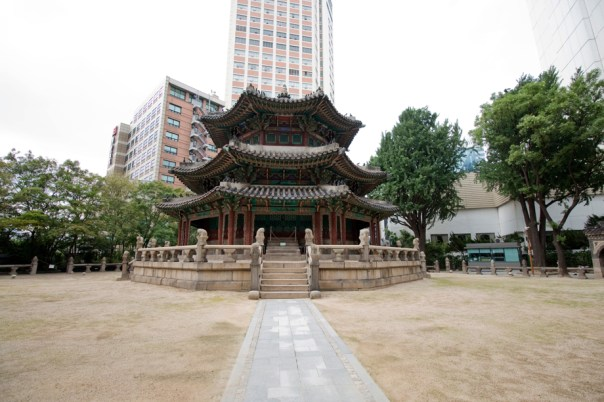 Hwanggungu is quite possibly a more symbolic site than Deoksugung.