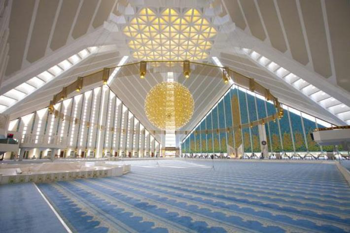 faisal-mosque-interior