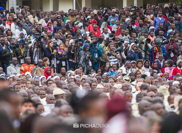 Papal_Mass_Pope_in_Kenya_Mwangi_Kirubi-26