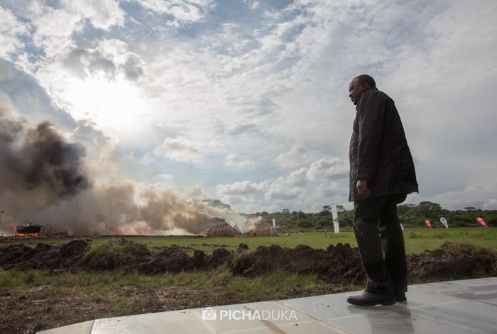 Kenya-Ivory-Burning-30