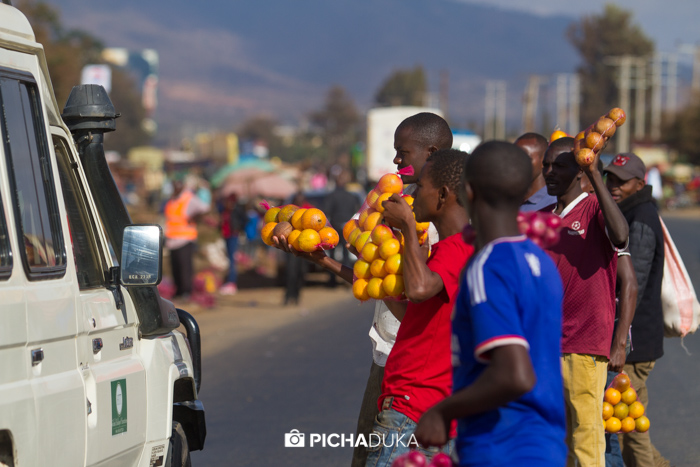 Hawkers sell fruits to motorists in Emali on 21st August 2017.