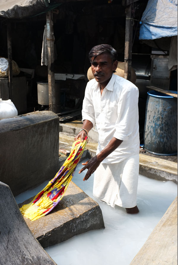 man-at-dhobi-ghat-mumbai