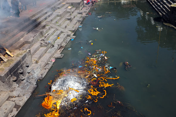 cremation-bagmati-river