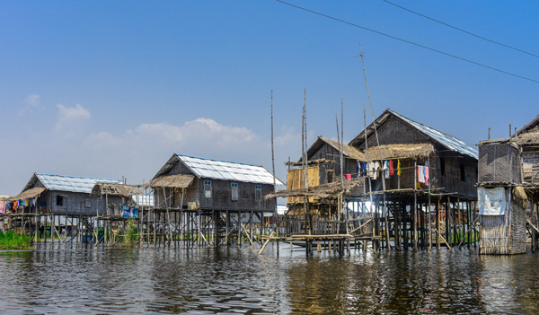 houses-on-inle-lake
