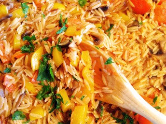 Orzo With Bell Peppers and Mushrooms
