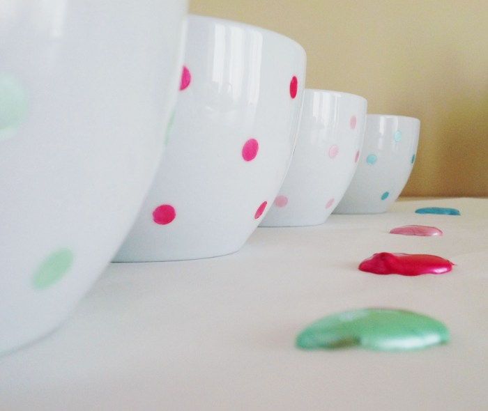 Polka Dot Bowls & How To Make The Perfectly Round Dots